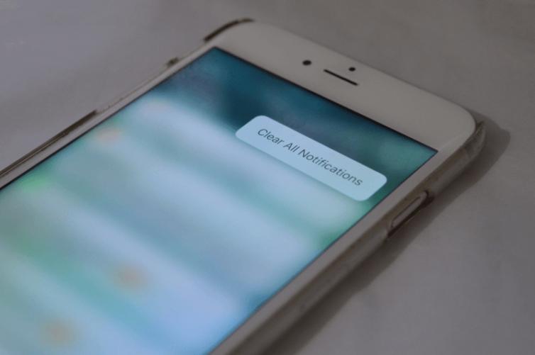 effacer notifications 754x501 [Tutoriel] iOS 10 : utiliser les nouvelles fonctionnalités Lock Screen et Home Screen