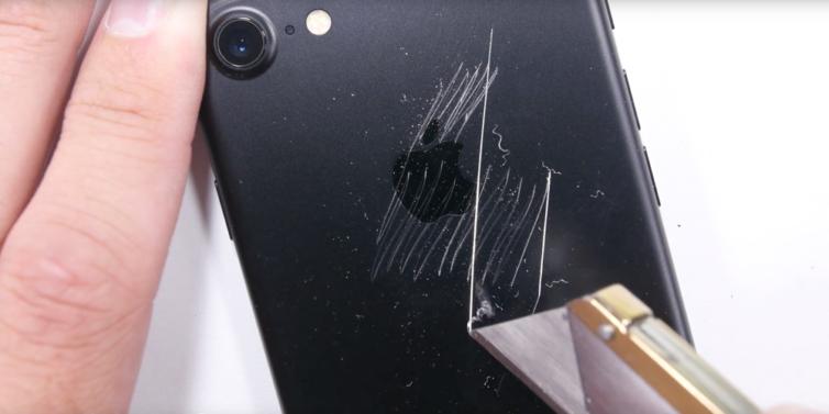 iphone 7 resistance 754x377 [Vidéo] iPhone 7 : test de résistance pour le nouveau smartphone pommé