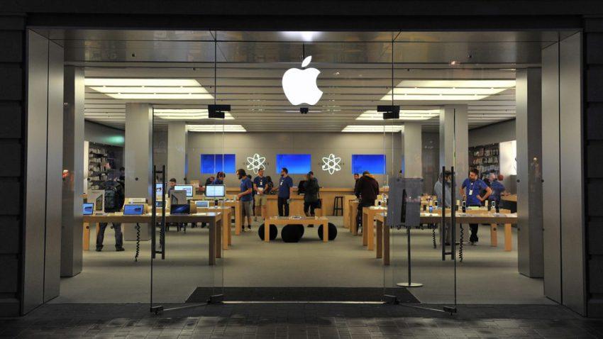 apple store 1 e1476347819432 Apple Store : des employés pervers volent les photos nues