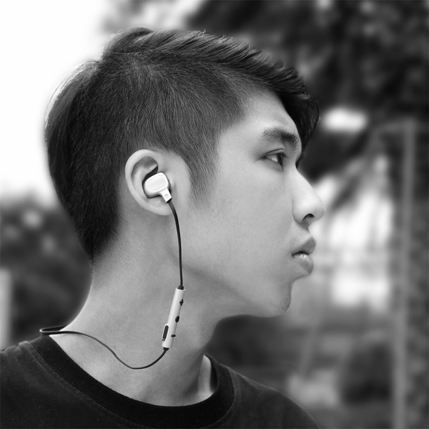 4.2 B15 : Écouteurs bluetooth intra auriculaires stéréo avec micro intégré