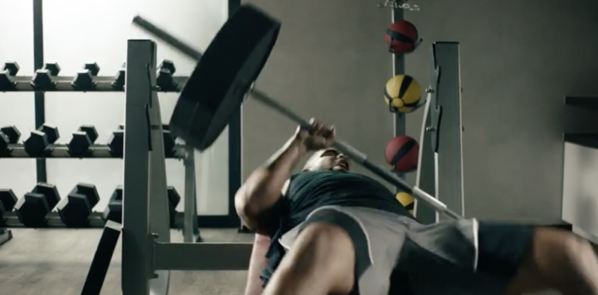 drake apple music 850x420 [Vidéo] Apple Music : Drake se blesse à la salle de sport !
