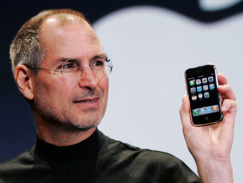 Steve Jobs iPhone 850x638 10 ans de liPhone : une vidéo montre les tous premiers prototypes