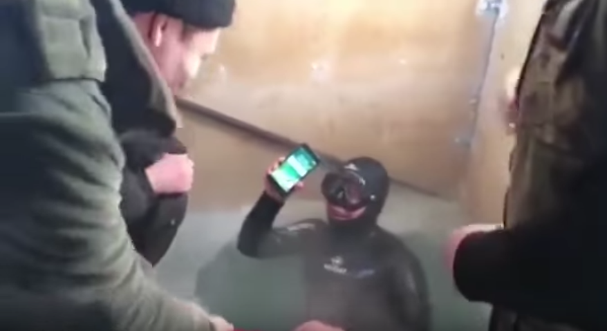 iphone 7 eau gelee Insolite : un iPhone 7 survit à une immersion de 13h dans un lac glacial