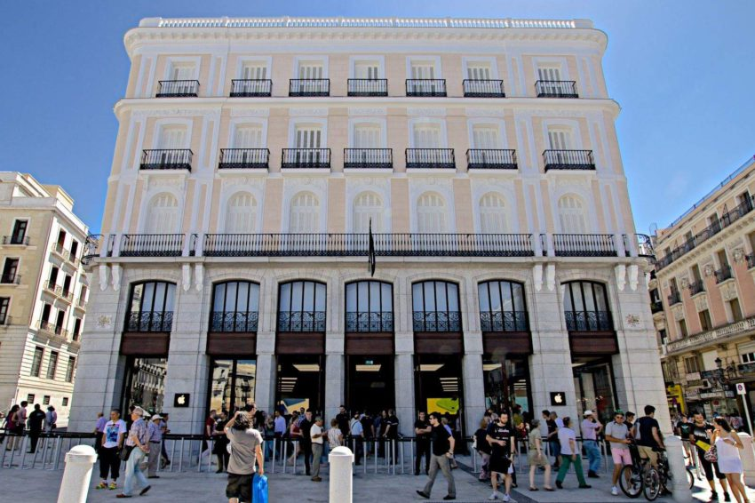 apple store madrid 850x566 Madrid : un gang vole des iPhone en mâchouillant les antivols