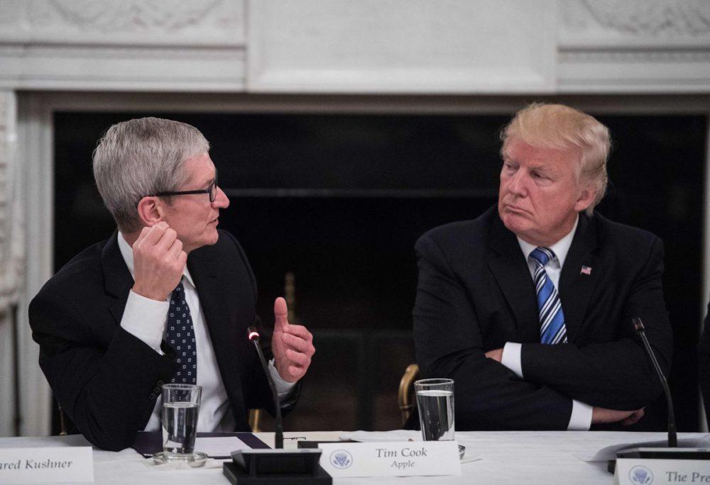 Tim Cook Donald Trump 1000x684 Donald Trump veut Apple déverrouille liPhone 5 et liPhone 7 du tireur de Pensacola
