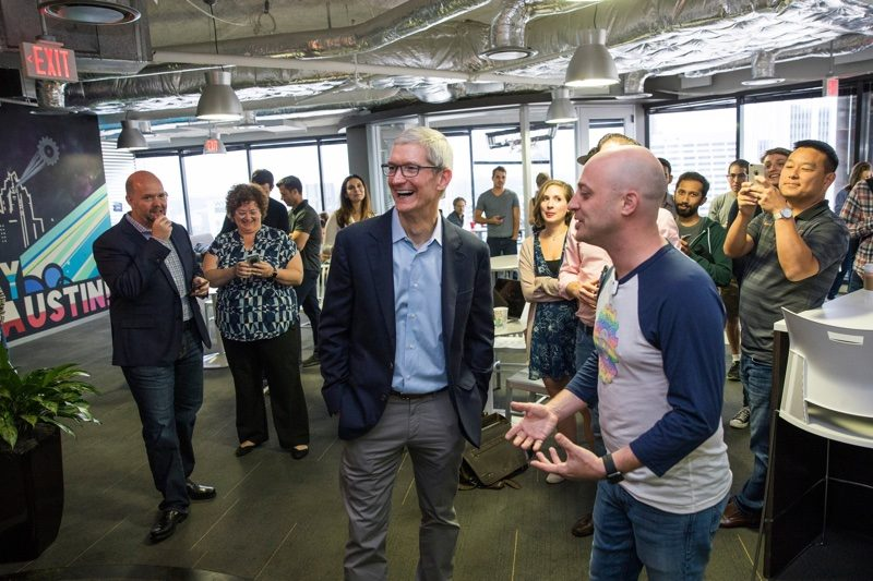 timcookaustin 800x533 Pour Tim Cook, Apple a la responsabilité morale de participer au développement économique