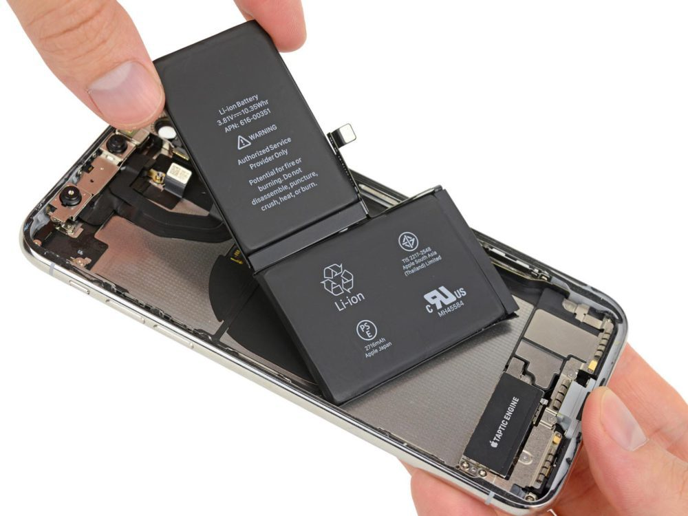 iphonex ifixit 6 1000x750 Apple veut que le remplacement de la batterie de liPhone soit effectué correctement