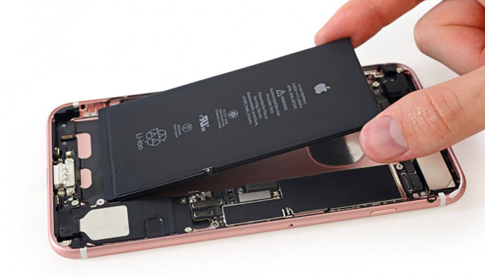 Batterie iPhone 7 Demontage BatteryGate : comparaison entre un iPhone bridé et un iPhone avec batterie neuve