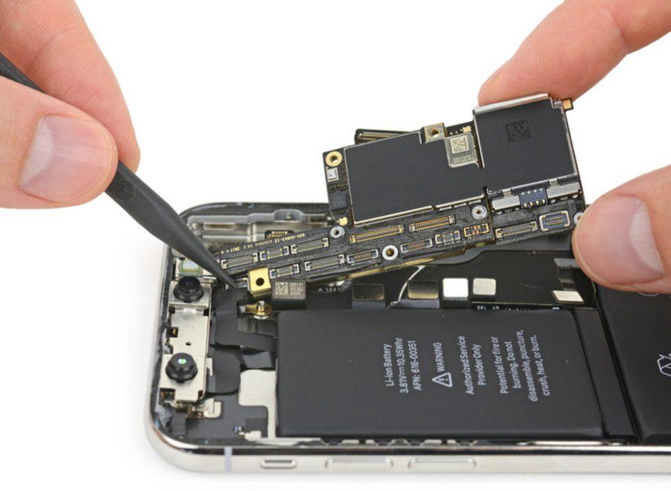 Batterie iPhone X Apple rembourse 60€ à ceux qui ont remplacé leur batterie diPhone hors garantie en 2017