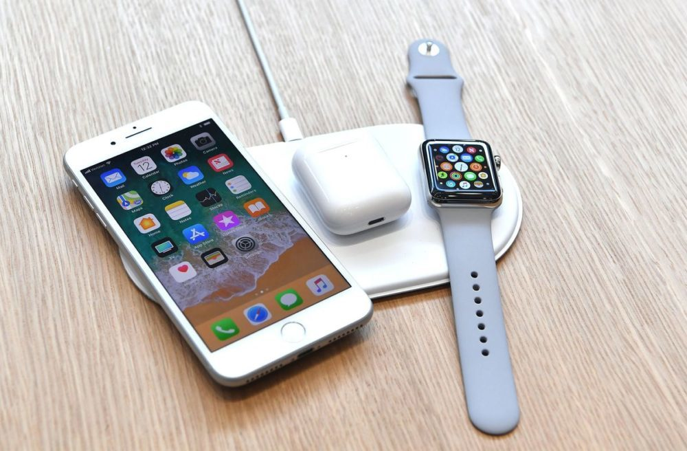 Apple AirPower iPhone 8 AirPods et Apple Watch 1000x656 Le AirPower serait disponible en septembre pour le prix de 150 dollars