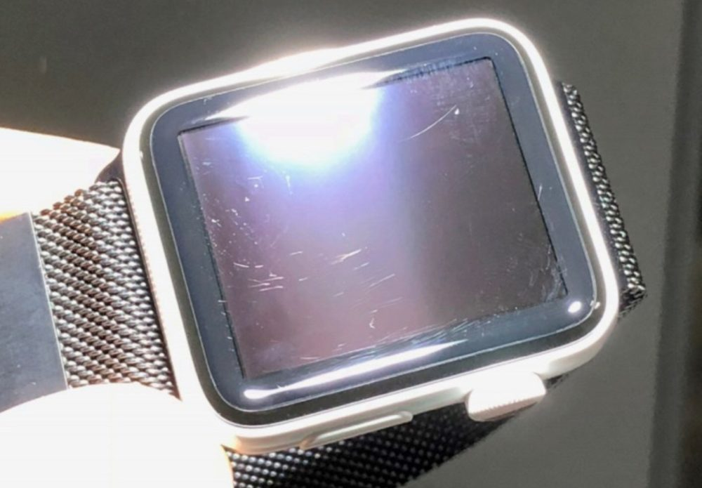 Apple Watch Ceramique Face Avant Rayures 1000x695 Il porte plainte contre Apple concernant des rayures sur son Apple Watch Series 3