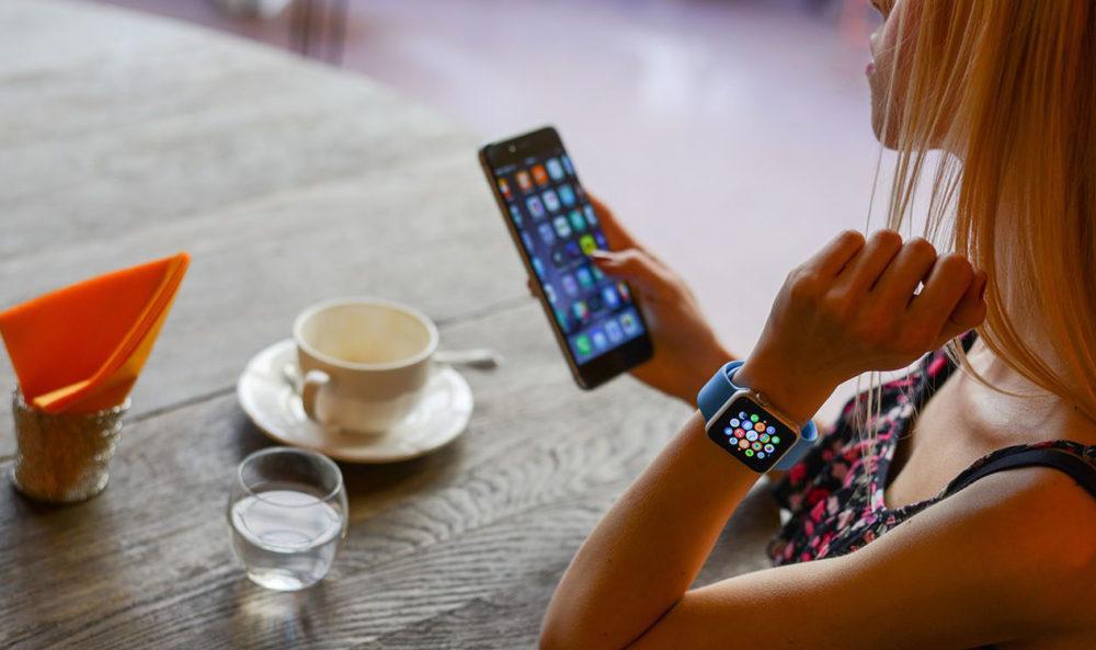 Apple iPhone Apple Watch 1000x593 Les adolescents américains sont intéressés plus que jamais par lachat dun iPhone
