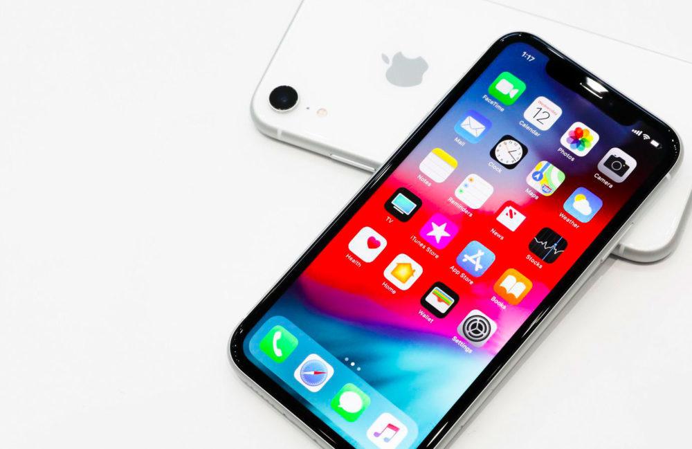 iPhone XR Blanc 1000x649 Apple a vendu 14,6 millions diPhone en Amérique du Nord au Q1 2019 ; une part de marché de 40%