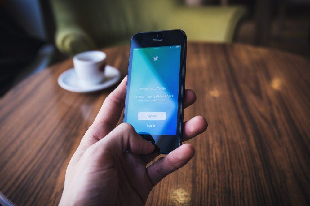 iphone twitter La Maison Blanche annonce une urgence nationale en utilisant une capture décran dun iPhone
