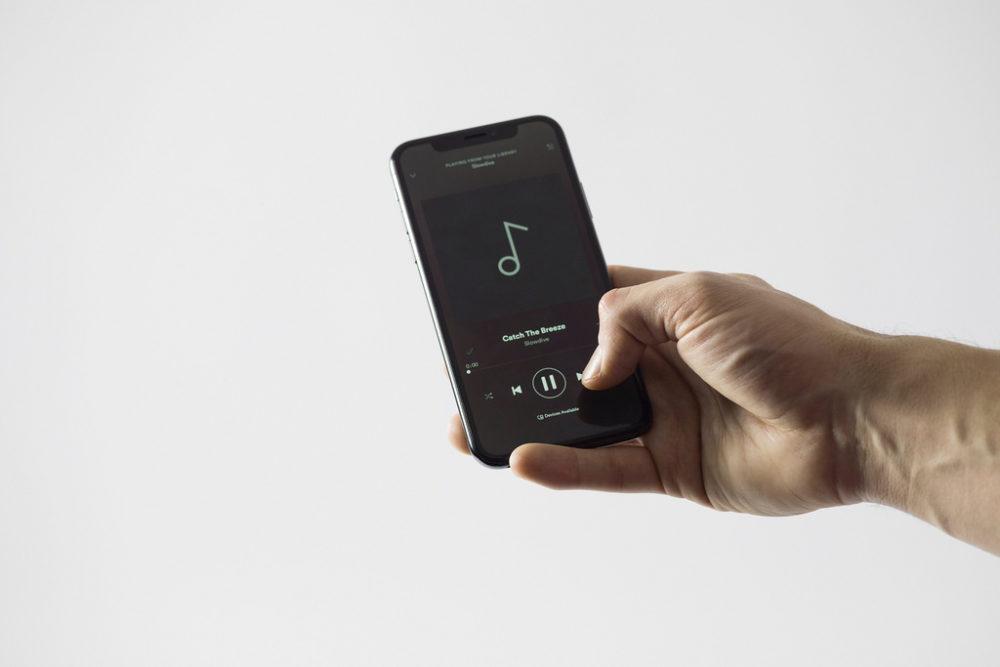 spotify iphone Découvrez pourquoi un VPN peut améliorer votre expérience sur Spotify