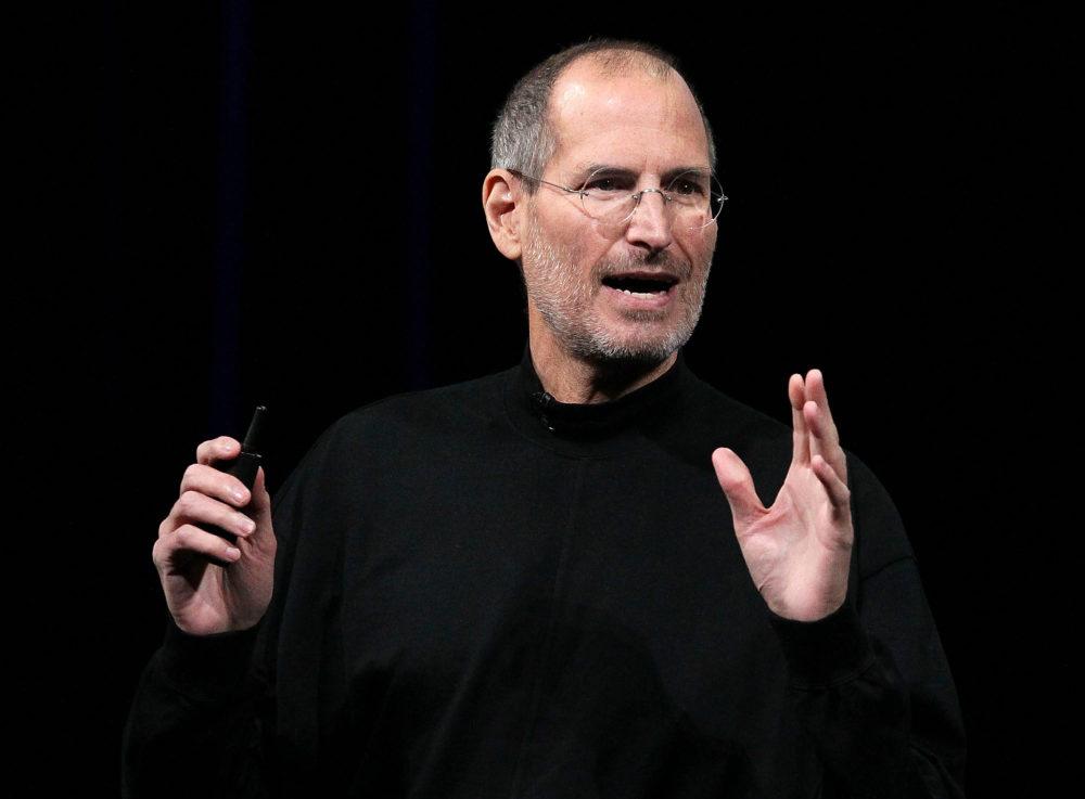 steve jobs tim cook Tim Cook rend hommage à Steve Jobs dans une courte vidéo sur Twitter