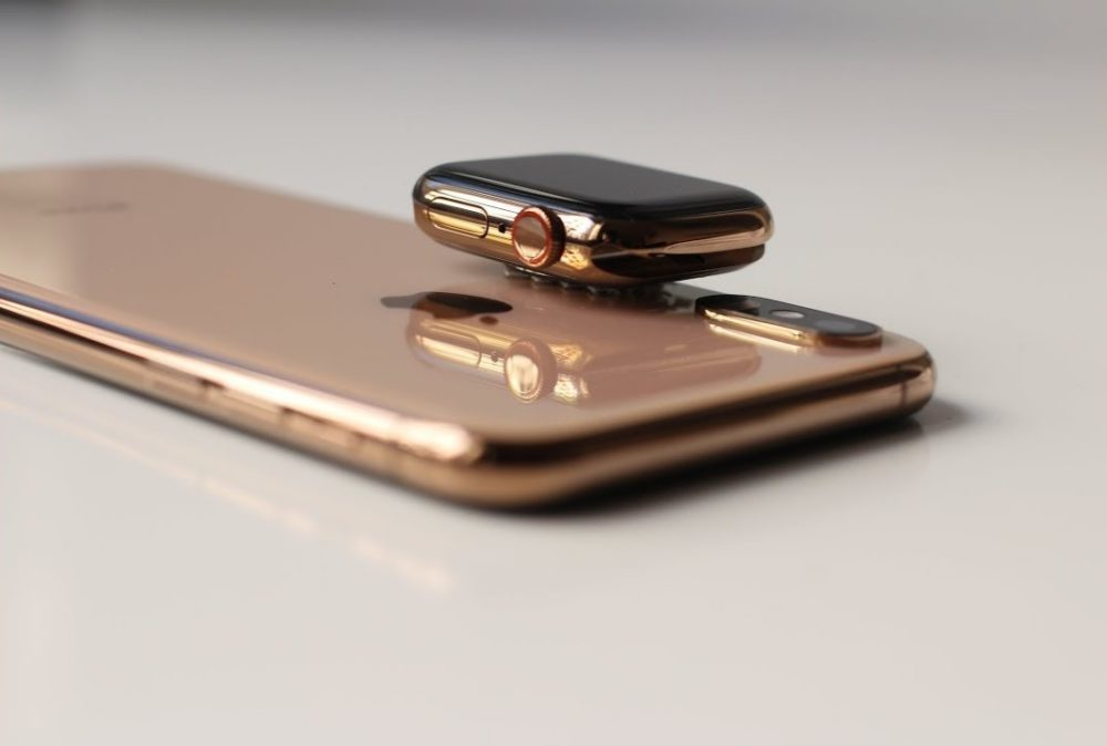 iPhone 2019 Wireless Charging Apple Watch 1000x674 Et si Apple active la recharge sans fil inversée sur les iPhone 12 avec une mise à jour ?
