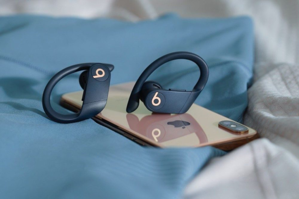 Powerbeats Pro iPhone XS 1000x667 Les Powerbeats Pro sont arrivés : totalement sans fil, puce H1 dApple, boîtier de recharge