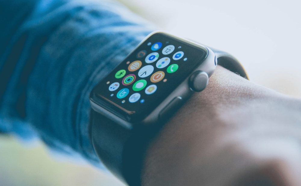 Apple Watch Space Gray 1000x619 watchOS 6.3 est disponible sur les anciennes Apple Watch
