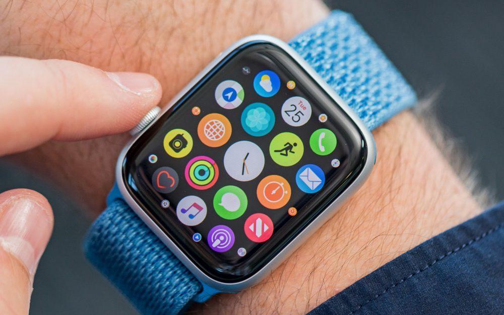 Apple Watch 4 1000x626 LApple Watch Series 5 aurait un écran OLED produit par Japan Display