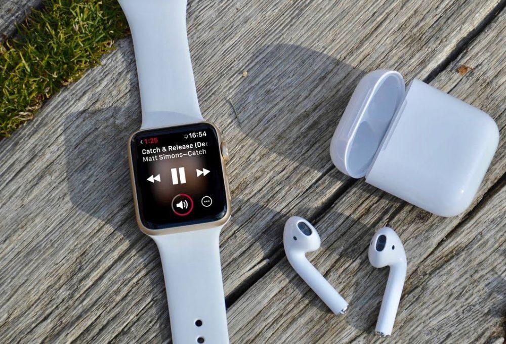 Apple Watch 4 AirPods 1000x680 Apple Watch et AirPods : leurs revenus dépasseront dici peu ceux du Mac et de liPad