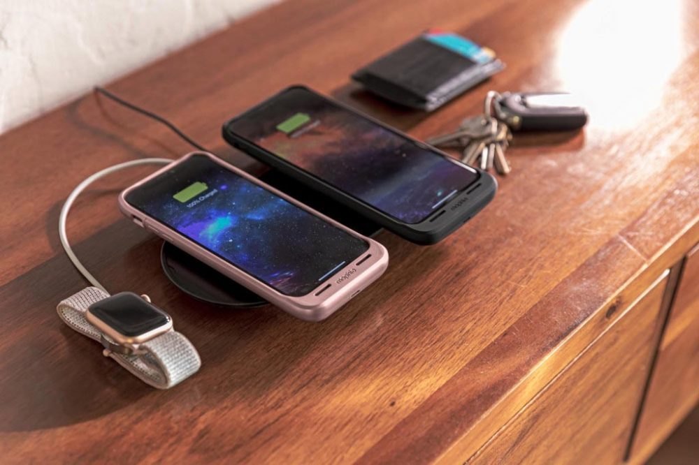 mophie 3 in 1 wireless charging pad equivalent airpower 3 1000x666 Apple vend un analogue du AirPower qui peut recharger jusquà 3 appareils simultanément