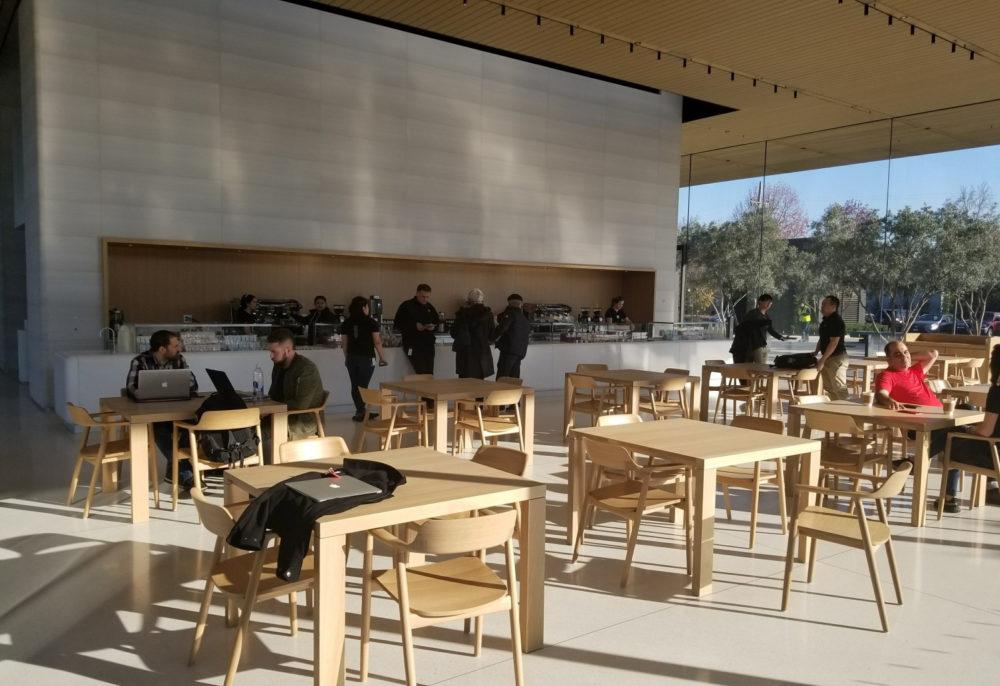 Apple Park Visitor Center Apple recommande aux employés dApple Park de travailler chez eux à cause du coronavirus