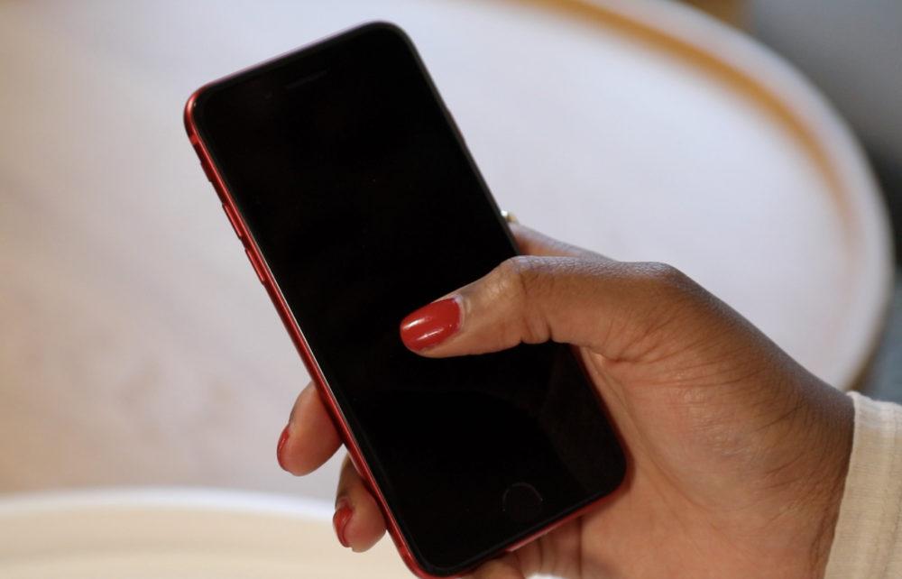 iPhone SE 2020 Rouge Le Haptic Touch de liPhone SE 2020 ne fonctionne pas avec les notifications et ce nest pas un bug
