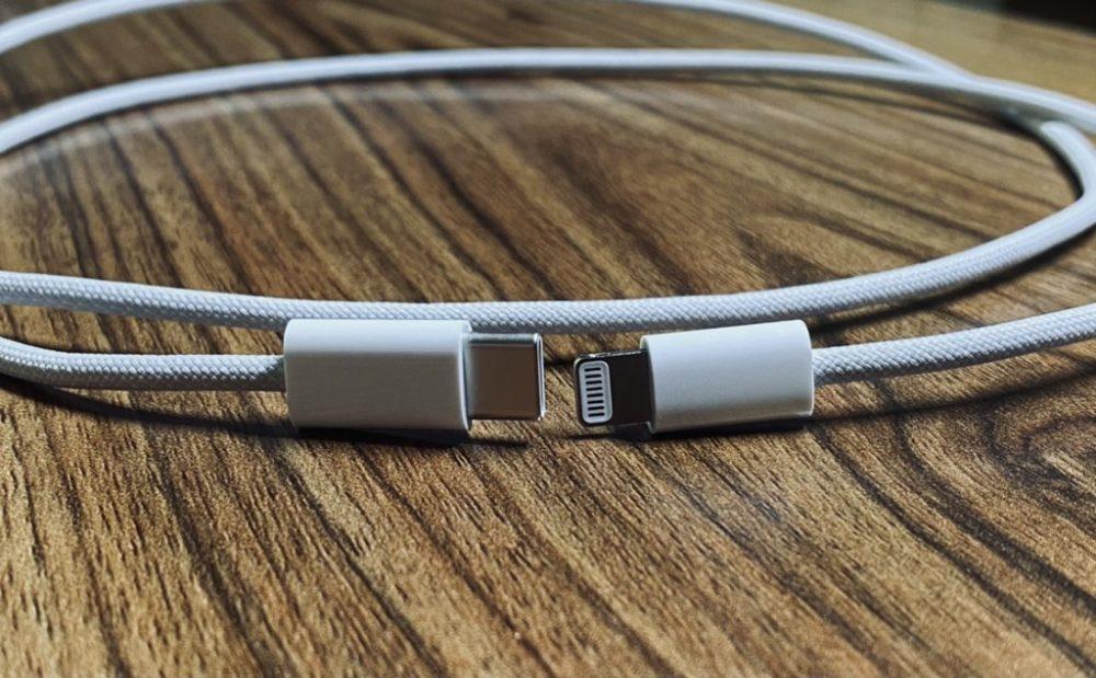 De nouvelles photos montrent le prétendu câble Lightning tressé qui sera proposé avec liPhone 12