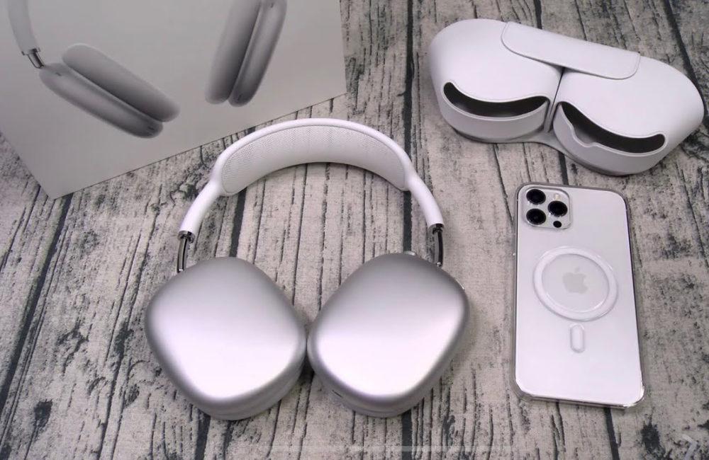 Apple AirPods Max Etui iPhone 12 Pro Apple publie une première mise à jour logicielle pour lAirPods Max