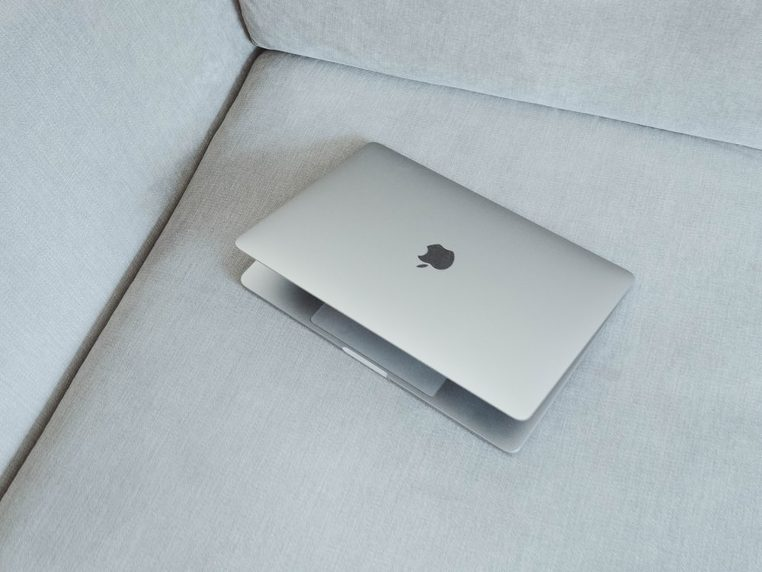 MacBook Air MacBook Air : Léger : Et ça vole.