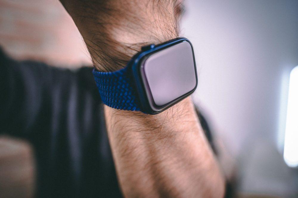 Apple Watch Series 6 1 watchOS 7.3.1 est disponible et corrige le bug du mode Réserve