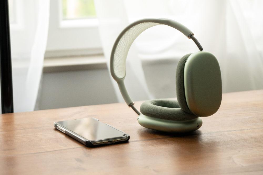 Apple AirPods Max iPhone AirPods Max : Apple aurait corrigé le bug de lautonomie avec létui avec la version 3C39