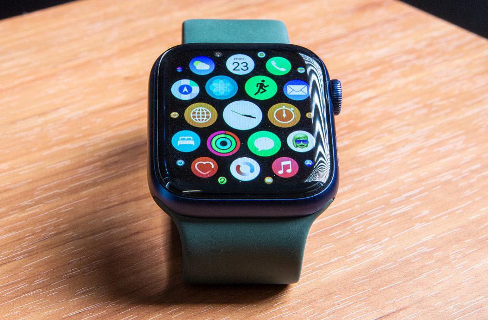 Apple Watch Series 6 watchOS 7.4 : la version finale est disponible au téléchargement