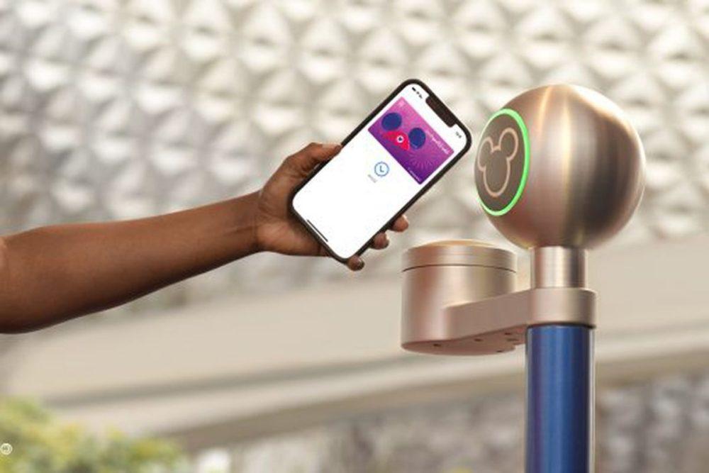 Disney MagicMobile Pass Il sera possible dutiliser liPhone et lApple Watch comme pass dans les parcs Disney