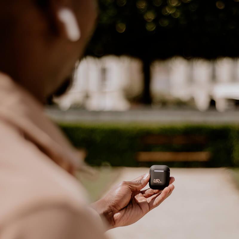 coque airpods pogba feature 1 Coque FM Pogba x ShopSystem : la collaboration