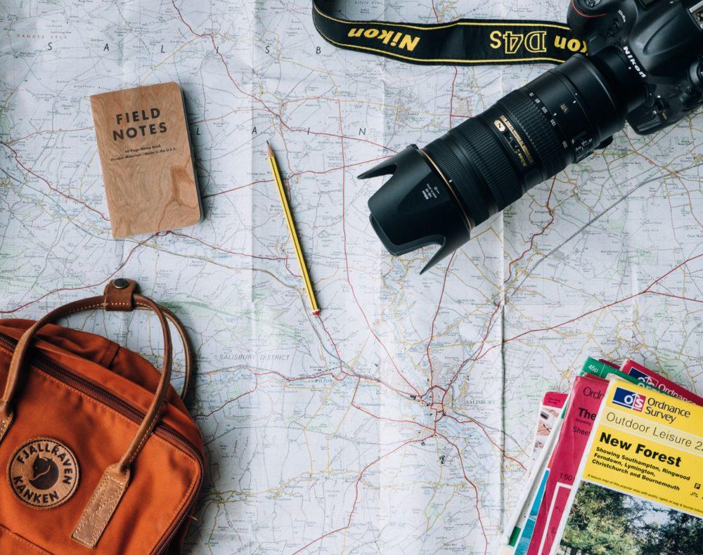 annie spratt qyAka7W5uMY unsplash 9 conseils pour voyager avec un petit budget cet automne 2021