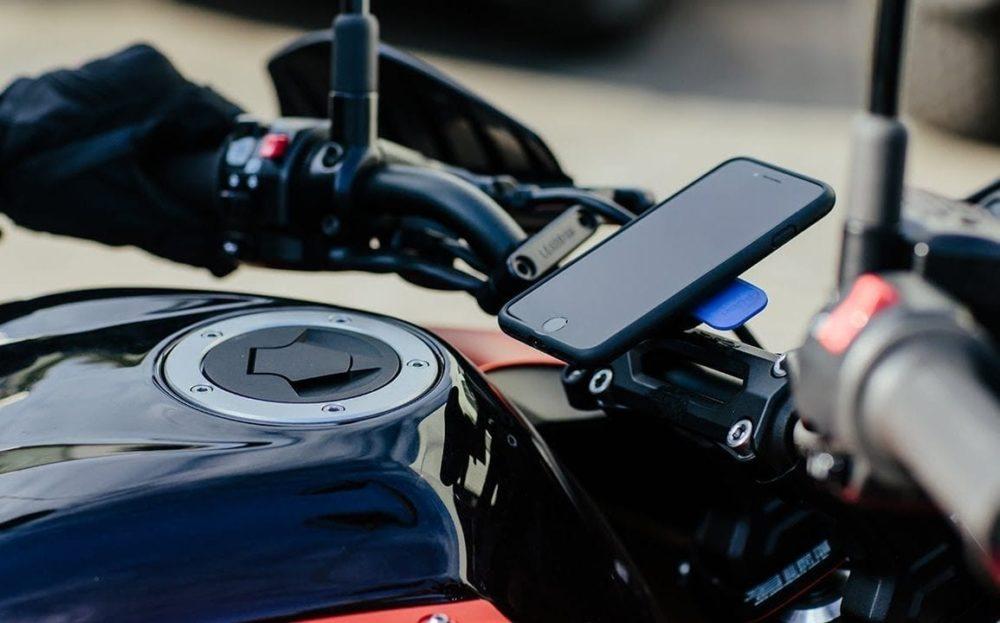 iPhone et Moto Appareil photo de liPhone : les vibrations des moteurs de motos peuvent lendommager, dit Apple