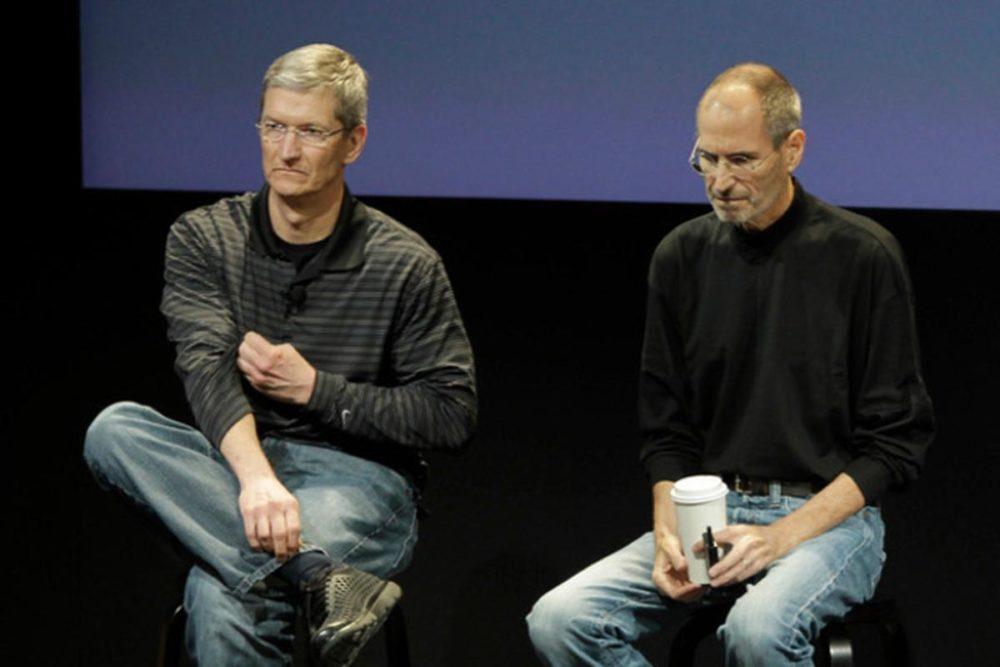 Tim Cook et Steve Jobs Tim Cook a écrit une lettre aux employés dApple pour les 10 ans de la mort de Steve Jobs